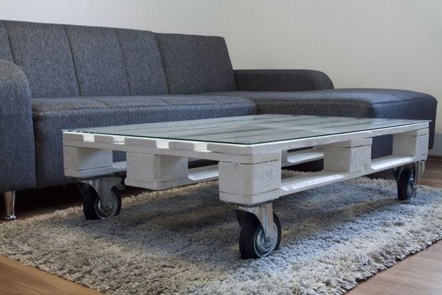 Tisch aus Paletten bauen - Schritt für Schritt Anleitung ...