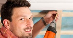 Dachgeschoss-Wände mit Paneelen verkleiden - Anleitung und Profi-Tipps