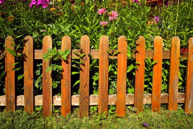 Gartenzaun montieren – Schritt für Schritt Anleitung