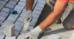 Hofsteine pflastern - Schritt für Schritt erklärt