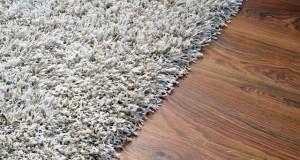 Rutschende Teppiche: So bleiben sie an Ort und Stelle