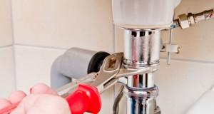 Verstopfter Waschbeckenabfluss - 3 Tipps für ein freies Rohr