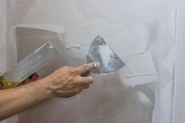 Betonwand Verputzen einen haftfähigen putzgrund schaffen heimwerkertricks