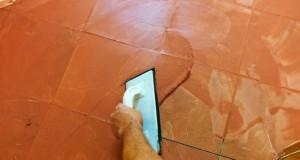 Bodenfliesen verfugen: Die einzelnen Arbeitsschritte