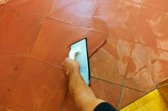 Bodenfliesen Verfugen Die Einzelnen Arbeitsschritte
