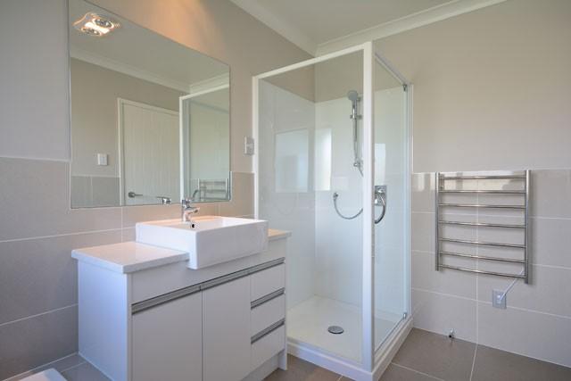 Duschabtrennung fachgerecht aufbauen - So wird's gemacht