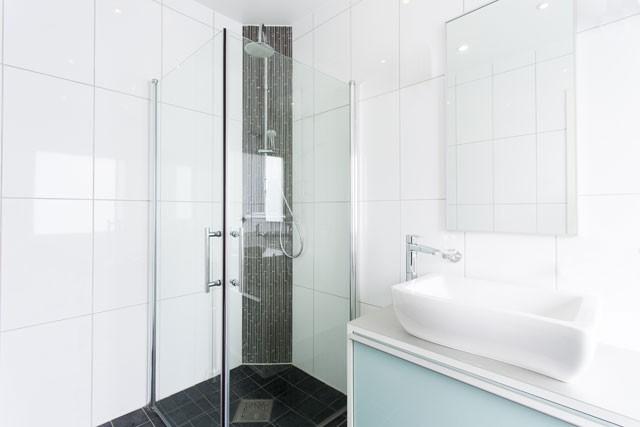duschabtrennungen aus glas hinweise zum ausmessen und zur. Black Bedroom Furniture Sets. Home Design Ideas