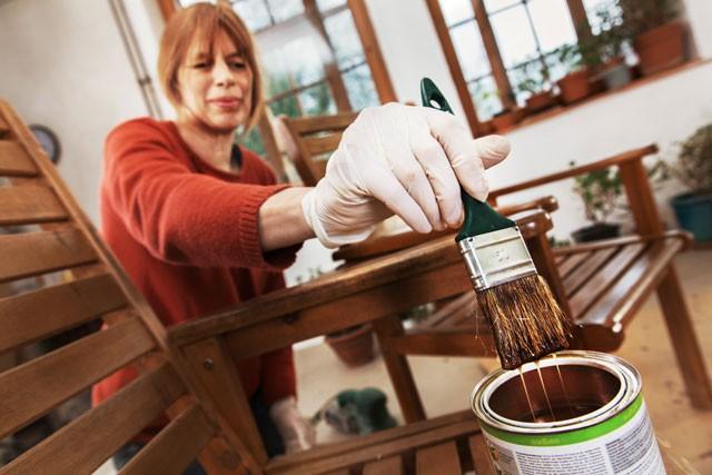 Holz schützen und verschönern: 3 Tipps für innen und außen ...