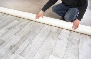 Kunststoffboden verlegen – Vorbereitung und Anleitung