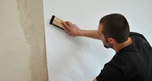Tapeziertechniken: Wie Sie Tapete richtig kleben