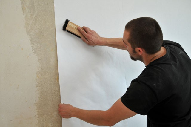 tapeziertechniken wie sie tapeten richtig kleben. Black Bedroom Furniture Sets. Home Design Ideas
