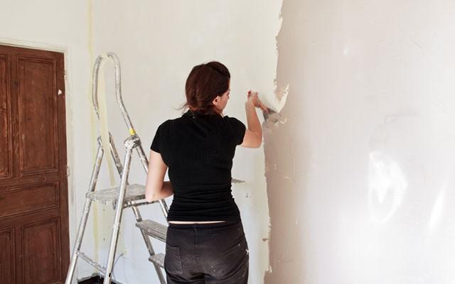 Decke und Wände streichen: Vorbereitung