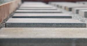 Gartenhaus-Fundament aus Gehwegplatten erstellen