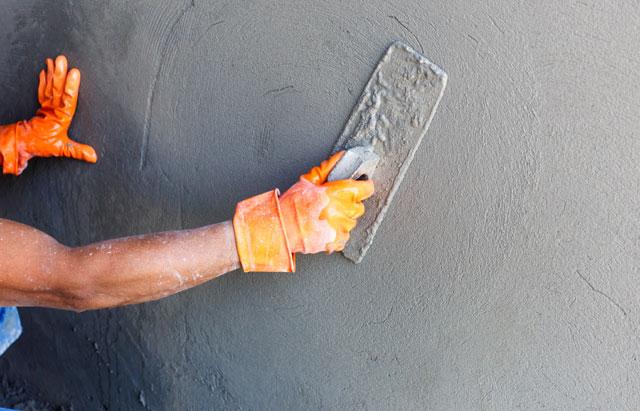 Zementputz auftragen