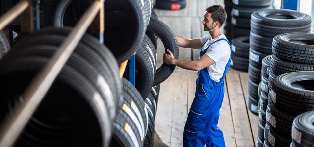 Autoreifen beim Reifenhändler lagern