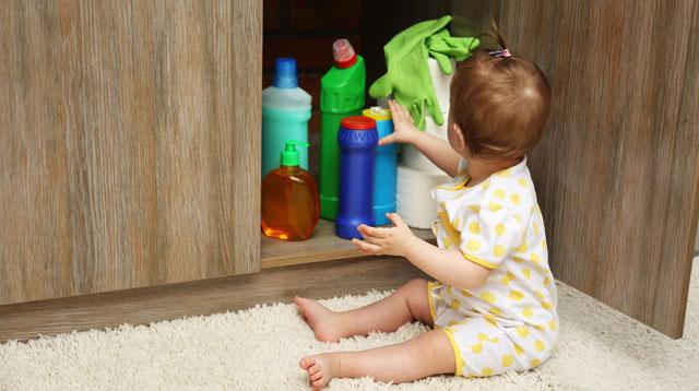 Tipp 5: Chemikalien Und Medikamente Wegsperren. Kinder Gefahr Küche