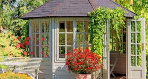 Gartenhaus Dachrinne anbringen