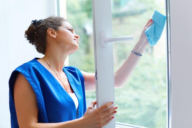 Fenster Rahmen putzen