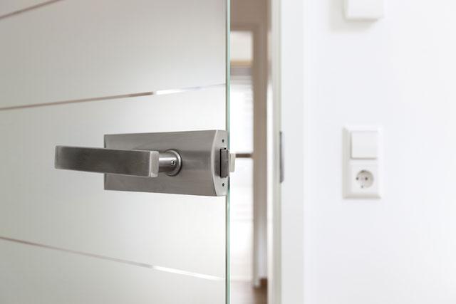 glast r einbauen anleitung f r zimmert ren aus sicherheitsglas. Black Bedroom Furniture Sets. Home Design Ideas