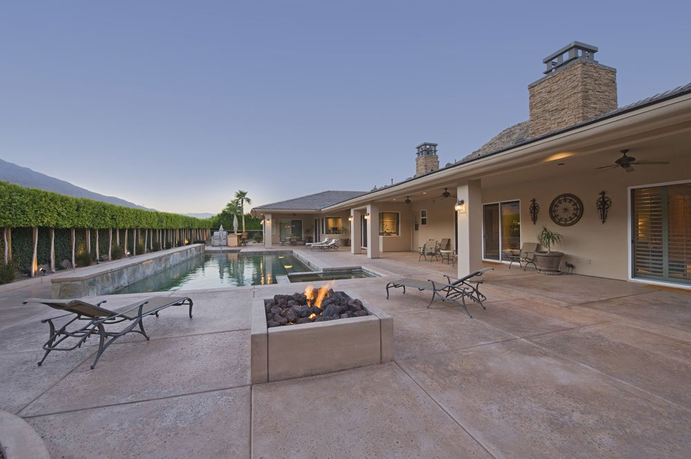 Feuerstelle am Pool