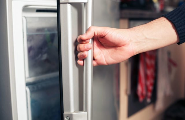 Bomann Kühlschrank Türanschlag Wechseln : Kühlschrankdichtung austauschen genaue anleitung und praxistipps