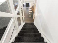 Teppich auf einer Treppe verlegen