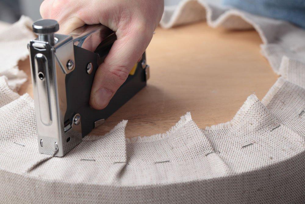 hocker aus autoreifen bauen schritt f r schritt anleitung. Black Bedroom Furniture Sets. Home Design Ideas