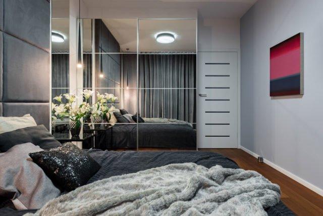 spiegelfolie an der wand anbringen schritt f r schritt anleitung. Black Bedroom Furniture Sets. Home Design Ideas