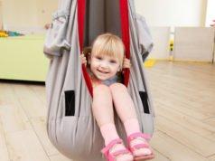 Schaukel im Kinderzimmer montieren - Anleitung und Tipps