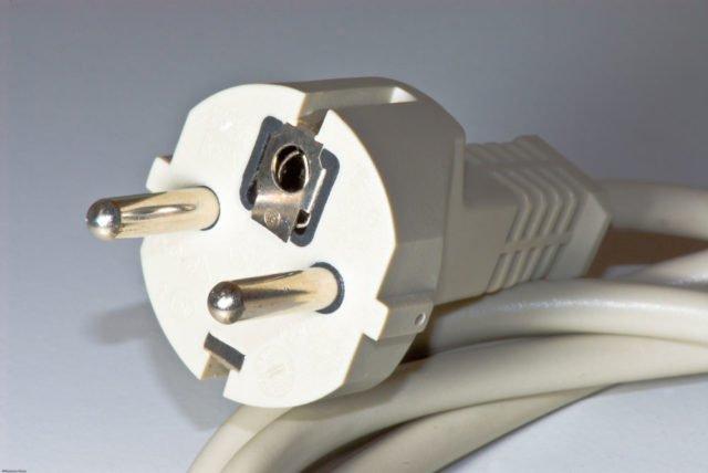 schuko stecker an kabel anschlie en so wird 39 s gemacht. Black Bedroom Furniture Sets. Home Design Ideas