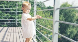 Balkon kindersicher machen - Gefahren erkennen und beseitigen