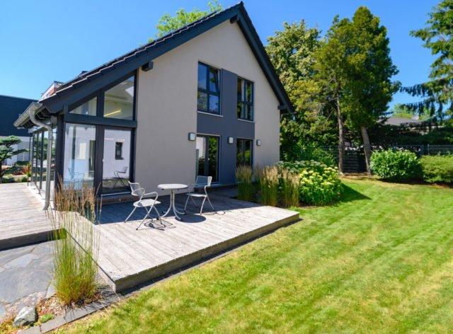 Terrasse planen: Ausrichtung, Größe, Belag, Tür und ...