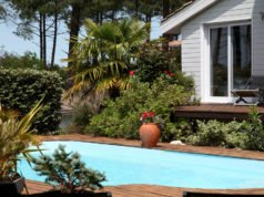 Pool mit Poolhaus