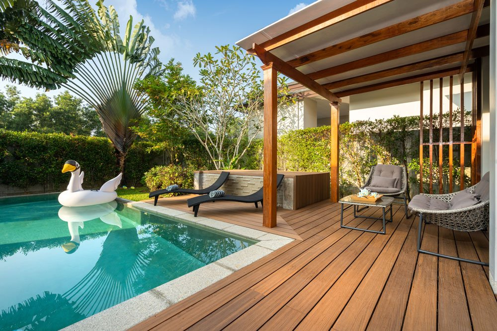 Poolhaus mit Terrasse